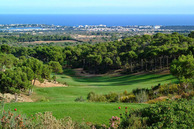 Real estate agent with real estate offers on Golf Vall Dor Mallorca