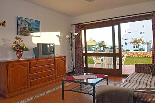 Cala Dor chalet for sale in beautiful complex with communal pool on the beach