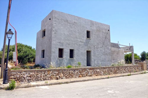 Llombards shell of a villa close to the beach for sale in Mallorca