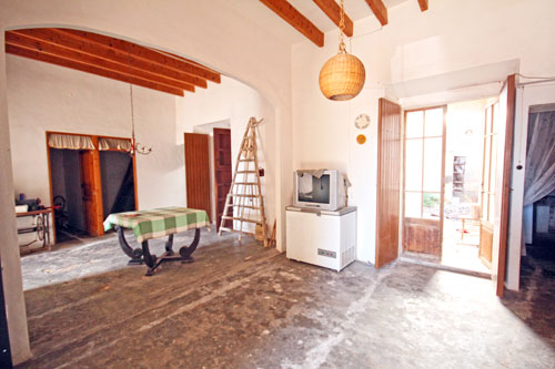 Colonia Sant Jordi town houses to renovate on Mallorca offers to buy
