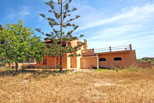 Buy Finca in Felanitx with country house, guest house and industrial buildings