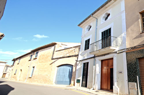 Llucmajor town Houses for sale through real estate agents on Mallorca