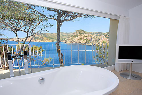 Mallorca villa with sea views and possible staff accommodation