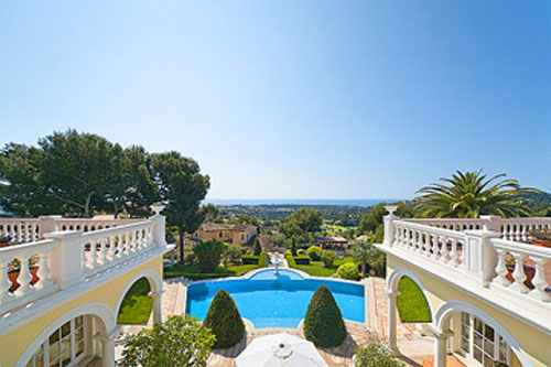 Sea view villa for sale in Bendinat on the golf course in Mallorca