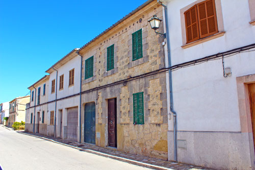 To buy real estate in the center of the island Montuiri of Mallorca