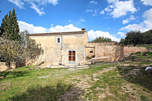 Porreres Finca Ruin for sale in the country interior of Mallorca