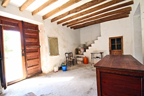 Buy porreres finca ruin with outbuildings on Mallorca