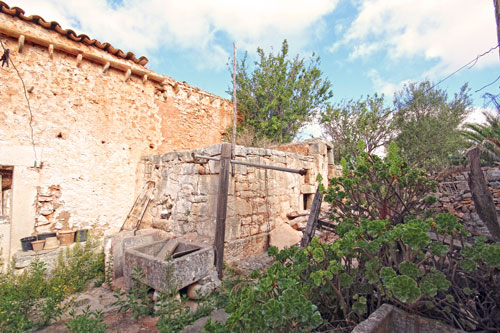 Santanyi property for commercial use and townhouses in Mallorca