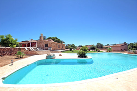 Buy Campos house with great pool area and outbuildings in Mallorca