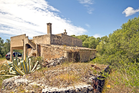 Finca to renovate on a large plot in Campos in the southeast of Mallorca