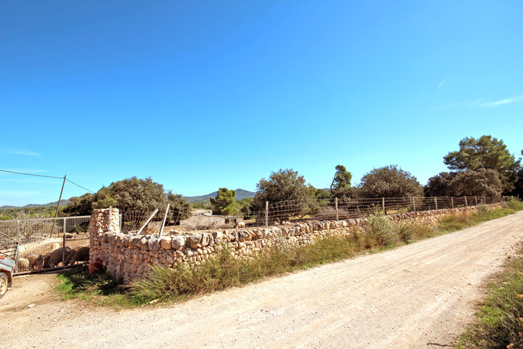 Cas Concos rural plots through brokers for sale in Mallorca