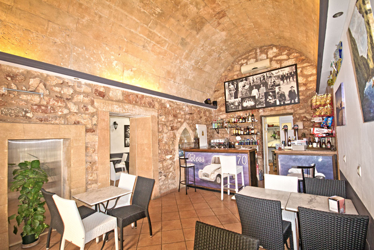 Restaurant and bar with terrace for rent in the southeast of Mallorca