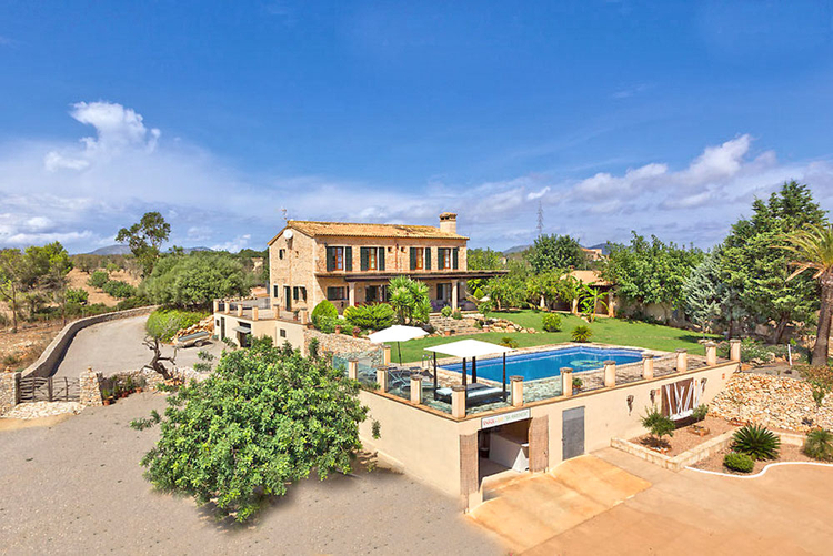 Country house in quiet location with panoramic views to the sea in Porto Cristo