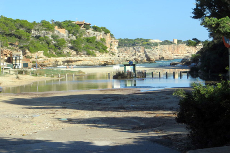 Cala Llombards plots with access to the beach for sale in Majorca