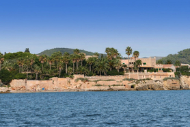 Buy seaview villa with sea access in Port Verd, in eastern Mallorca