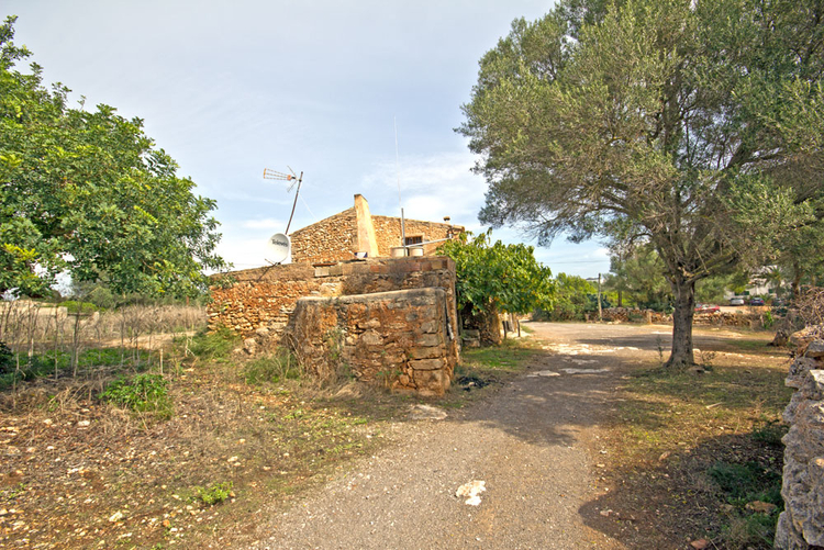 Buy Porto Colom Finca with a lot of land near the beach