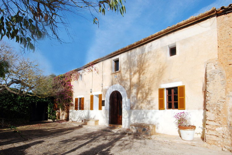 Authentic country house for long term rental in Cas Concos in Mallorca