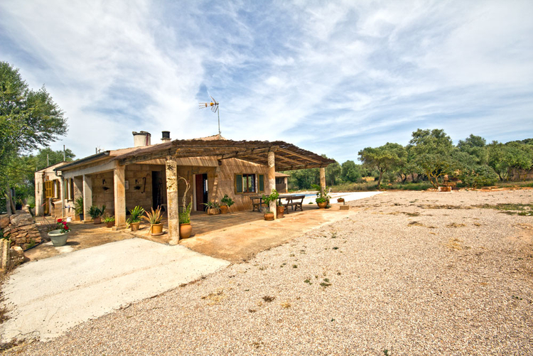 Finca with country house and additional building site for sale in Campos