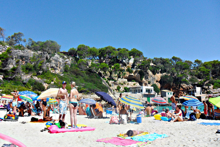 Beach Cala Llombards Info and Tips