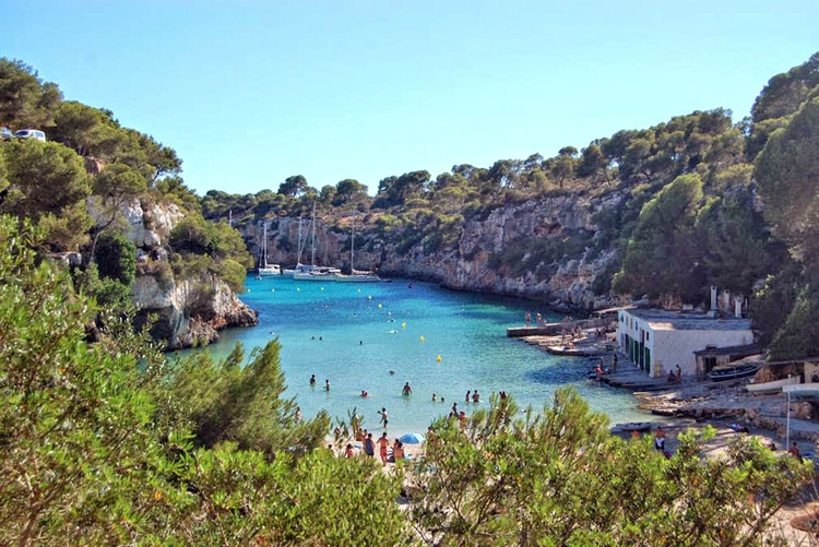 Cala Pi beach information to the sandy beach and the surrounding area