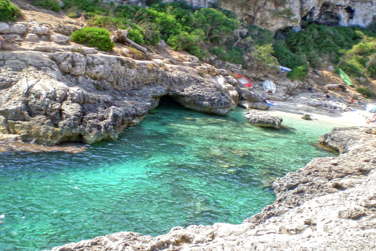 Beach Cala Salmunia info and tips and Directions