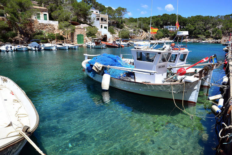 Cala Figuera buy real estate or long-term rent in the harbor