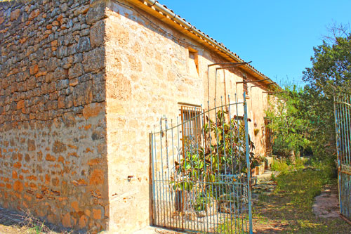 To renovate Algaida fincas in Mallorca