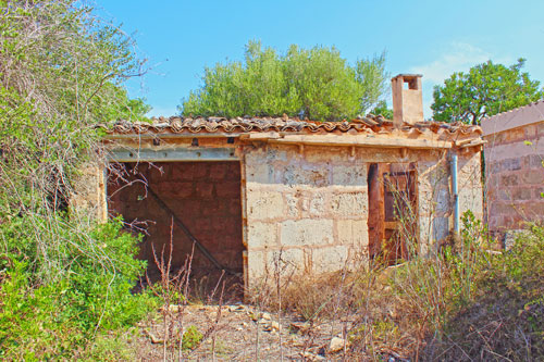 Finca for sale in Llucmajor with ruin and land nice view Mallorca