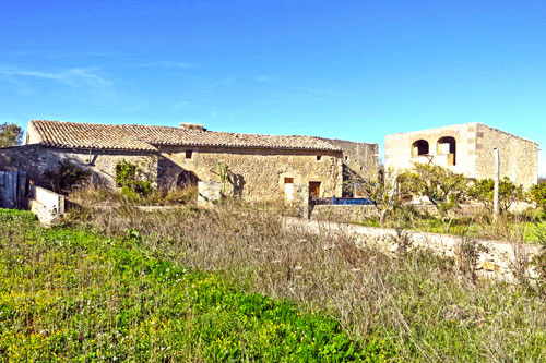 Montuiri Finca to renovate with lots of land in Mallorca