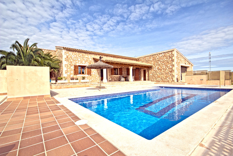 furnished Finca for rent in the southeast of Mallorca in Campos