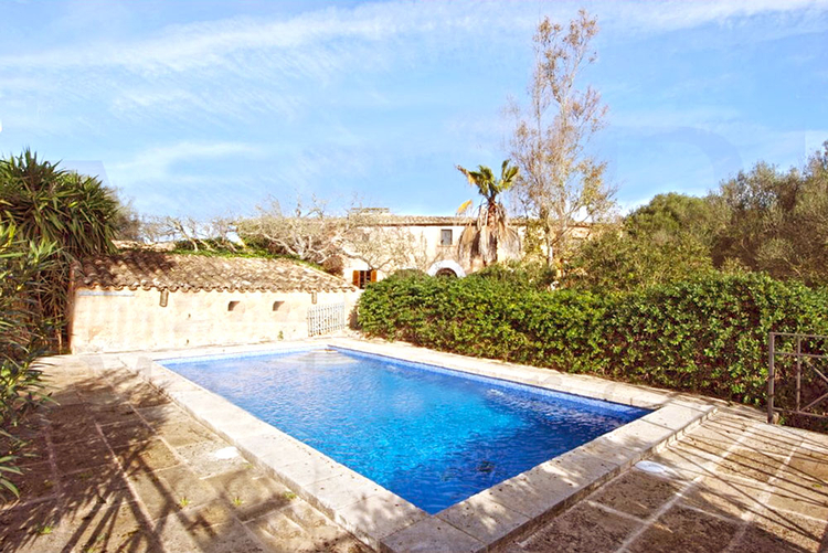 Finca with pool and heating for long term rental in Cas Concos