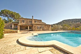 Finca with pool and heating for rent in Cas Concos in Mallorca