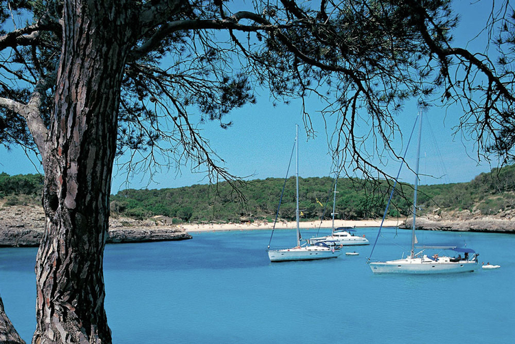 Real Estate Agents in Cala Figuera with real estate offers on beach