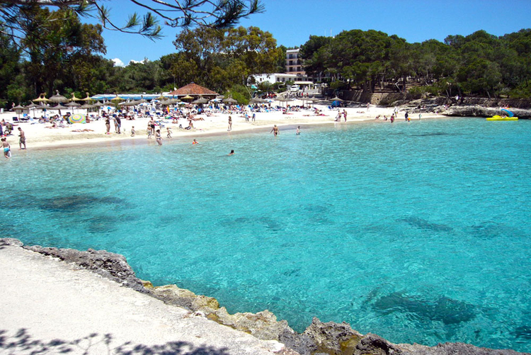 Sandy beach Cala Santanyi beach Mondrago in description and information